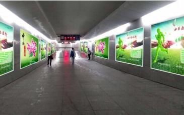 【招标】哈密站二楼进站通道两侧亚克力展牌广告